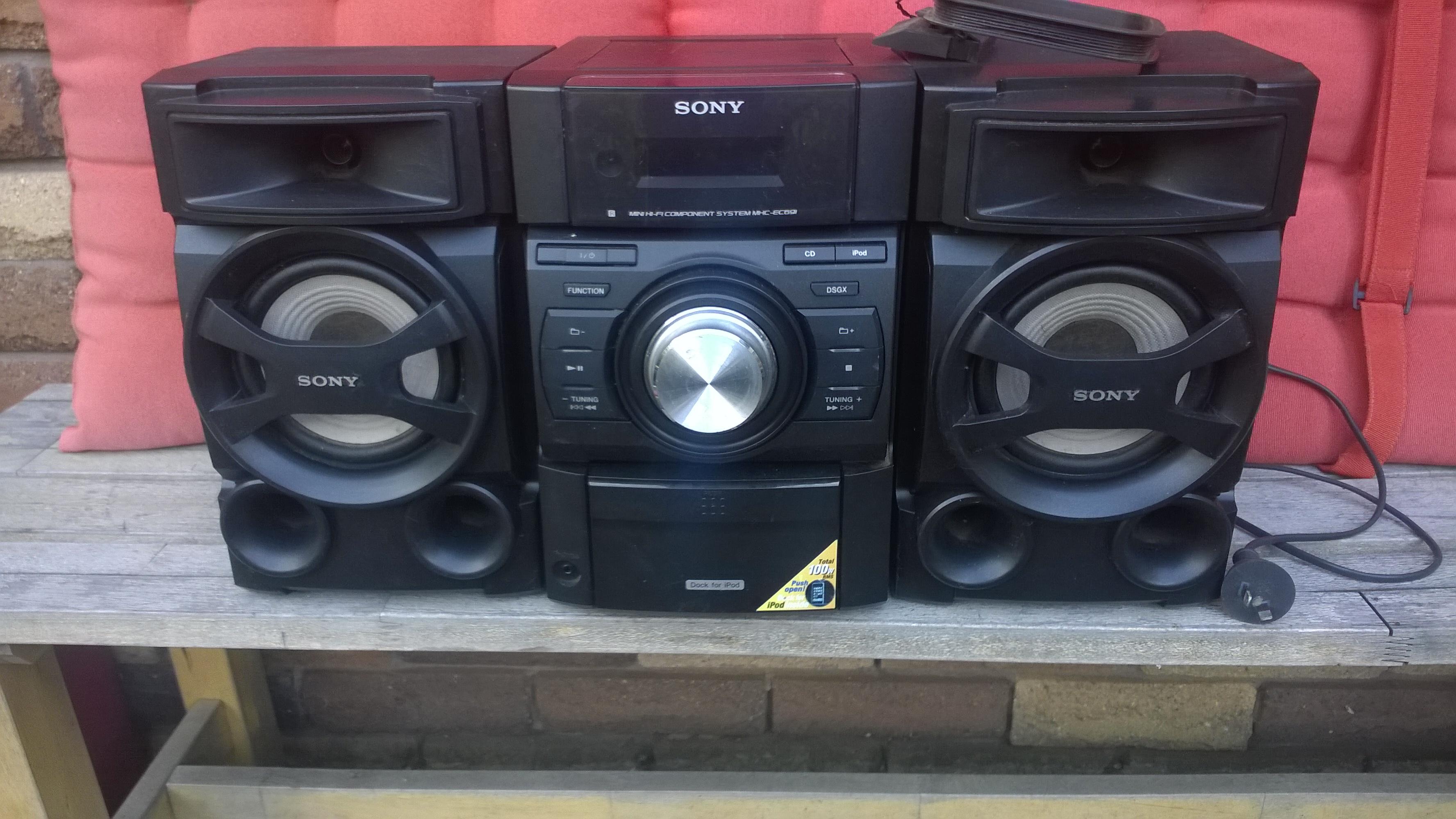 SONY Mini Hi Fi Stereo, Disc Player, IPod Dock, Radio Tuner – 80 W