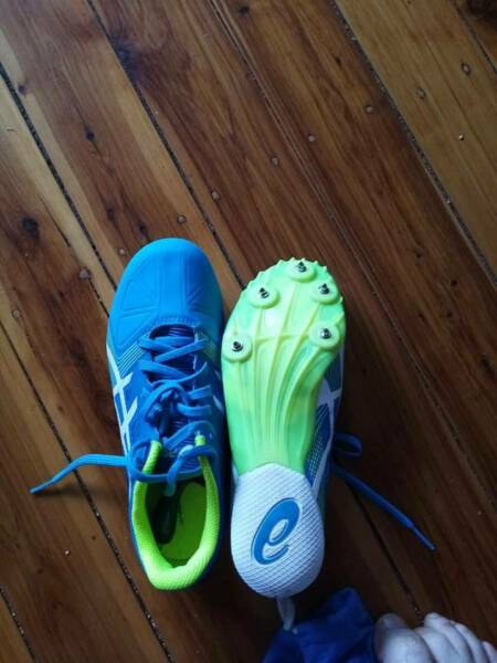 Spike Shoes Athletics Size 5 US