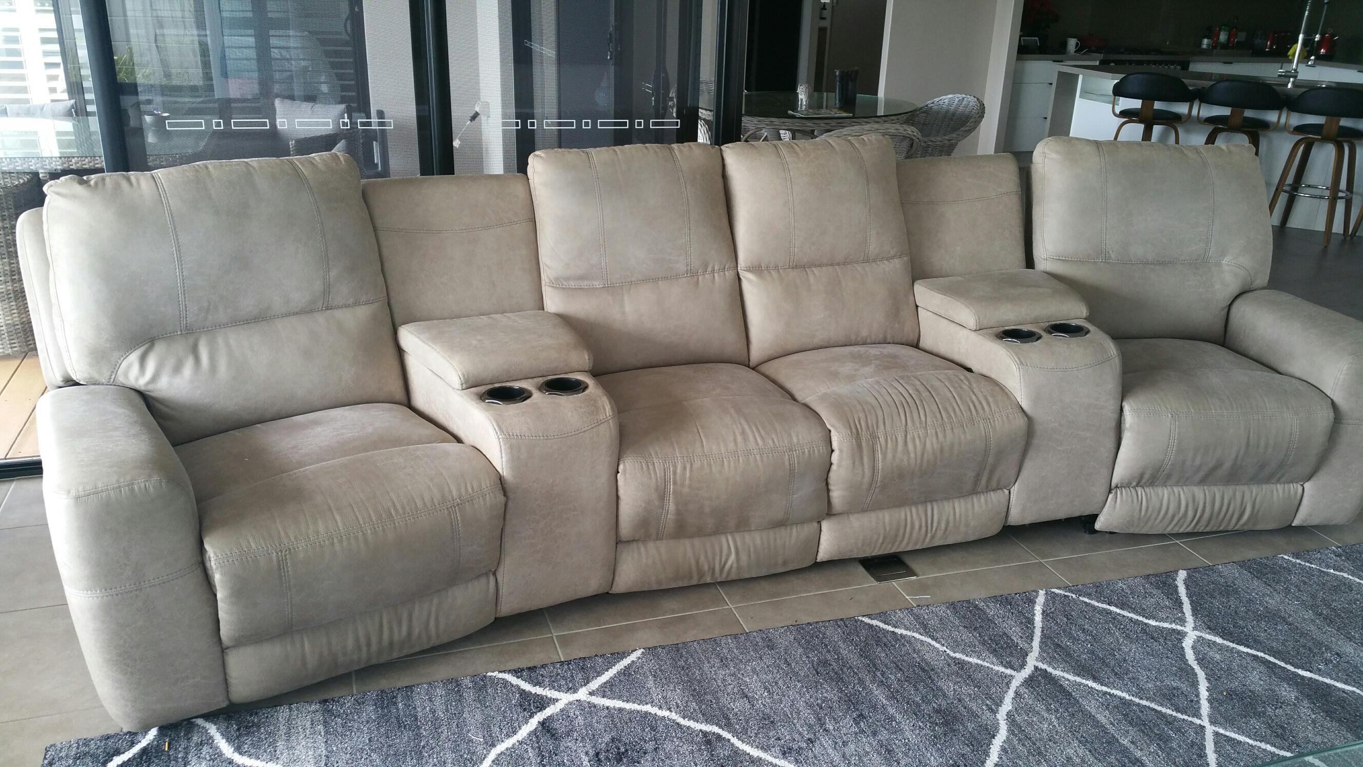 Lazy boy 4 seat lounge suite